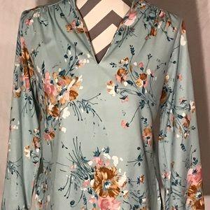 ❤️ 5 For $15 Vintage 70's Baby Blue Floral Top